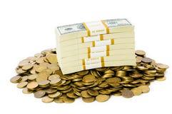 Изолированные доллары и монетки Стоковые Изображения