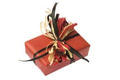 изолированный бумажный присутствующий обернутый красный цвет Стоковое Изображение RF