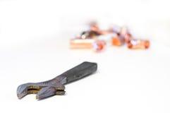 изолированный гаечный ключ стоковая фотография rf
