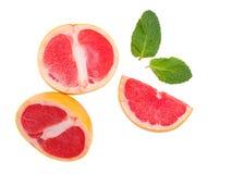 Изолированный грейпфрут, грейпфруты 3 сочных части грейпфрута стоковое фото rf