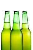 изолированный зеленый цвет бутылок пива Стоковое Изображение RF