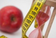 изолированный зеленый цвет принципиальной схемы пачки спаржи теряет вес ленты бюрократизм измерения яблока близкий вверх Процесс  Стоковые Фото