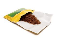 изолированный зеленым цветом желтый цвет табака мешка Стоковые Изображения RF
