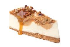 Изолированный кусок чизкейка карамельки пекана Стоковые Изображения RF