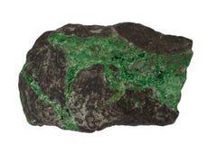 Изолированный минерал Uvarovite Стоковое Фото