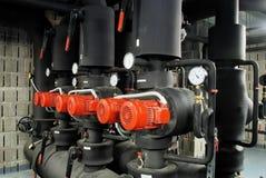 изолированный мотор пускает клапаны по трубам Стоковое Изображение RF