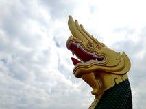 Изолят статуи Naga тайский на белой предпосылке Стоковое Изображение