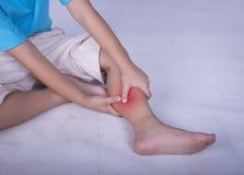 изолированная белизна боли ноги Стоковая Фотография RF