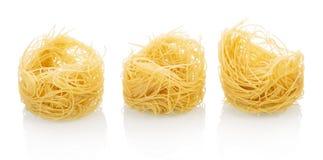 изолированная белизна макаронных изделия гнездя Стоковые Изображения RF