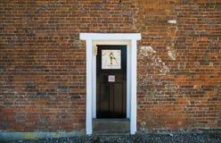 Изолированная деревянная дверь Стоковая Фотография