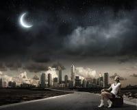 изолированная иллюстрация глобуса принципиальной схемы предпосылки самолета surranded перемещая белизна Стоковые Фото