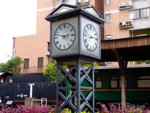 изолированная иллюстрация часов 3d представила белизну Стоковые Фотографии RF