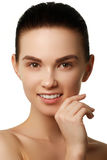 изолированная красоткой белизна портрета Красивейшая женщина спы Совершенная свежая кожа Isolat Стоковая Фотография