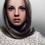 изолированная красоткой белизна портрета Стоковая Фотография