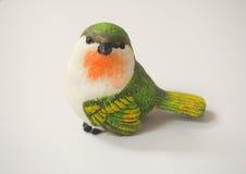 Изолированная кукла птицы сделанная из штукатурки Стоковые Фото