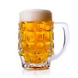 изолированная пивом белизна кружки Стоковые Изображения