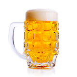 изолированная пивом белизна кружки Стоковая Фотография