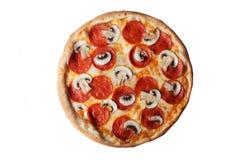 Изолированная пицца с взгляд сверху pepperoni и грибов Стоковые Изображения RF