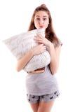 Изолированная подушка владением маленькой девочки для боя Стоковая Фотография RF