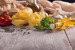 изолированная предпосылкой белизна макаронных изделия гнездя Стоковая Фотография RF