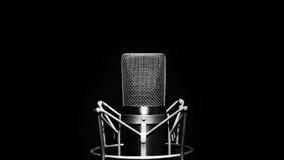 изолированная предпосылкой белизна студии микрофона Стоковые Фотографии RF