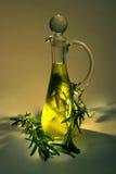 изолированная предпосылкой белизна rosemary масла прованская Стоковые Фото