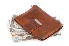 изолированная предпосылкой кожаная белизна бумажника дег Стоковые Фотографии RF
