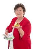 Изолированная старшая женщина с деньгами: концепция для пенсии и herita стоковые фото