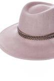 Изолированная темная бежевая шляпа шерстей на белом стиле моды предпосылки Стоковое фото RF