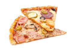 2 изолированного куска пиццы Стоковая Фотография RF