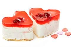 2 изолированного торта студня в форме сердц Стоковая Фотография