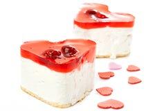 2 изолированного торта студня в форме сердц Стоковое Фото