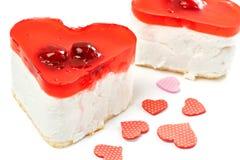 2 изолированного торта студня в форме сердц Стоковое Изображение
