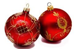 2 изолированного шарика рождества perfec красных Стоковое фото RF