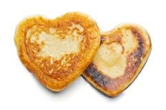 2 изолированного flapjacks сформированных сердцем Стоковые Фотографии RF