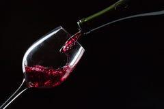 изолированное вино waite om красное стоковые фотографии rf