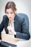изолированное девушкой рабочее место офиса Стоковые Фотографии RF