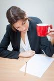 изолированное девушкой рабочее место офиса Стоковое Фото