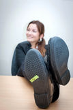 изолированное девушкой рабочее место офиса Стоковые Фото