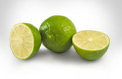 Изолированное изображение зрелых зеленых лимонов, Стоковая Фотография