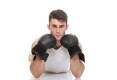 Изолированное изображение студии от молодого боксера Стоковые Изображения