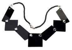 Изолированное ожерелье черных плоских плит, Стоковые Фотографии RF