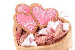 Изолированное сердце печенья валентинки пряника Стоковое Изображение RF
