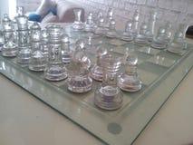 изолированное стекло шахмат предпосылки голубое тонизировало белизну Стоковое фото RF