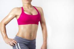 Изолированное тело фитнеса женское с мышцами тонов Стоковое Изображение