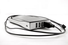 Изолированное черное powerbank с заткнутым кабелем Стоковые Фото
