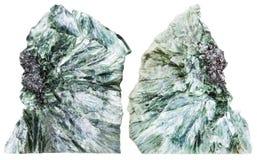 2 изолированной части драгоценной камня clinochlore Стоковые Фотографии RF