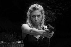 изолированные детеныши белой женщины пистолета Стоковые Фотографии RF