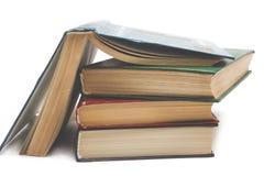 изолированные книги штабелируют белизну Стоковое Изображение RF