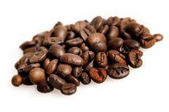 Изолированные кофейные зерна Стоковые Фото